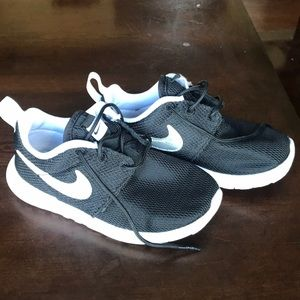 Nike little kid Nike shoes size us 11